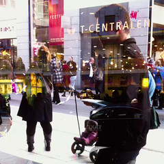 Dagens foto - 207: Joe le taxi (petertandlund) Tags: street city shadow woman man color reflection silhouette yellow reflections square shadows sweden stockholm doubleexposure streetphotography 365 sthlm 08 drottninggatan norrmalm 207365