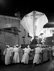 Semana Santa en Medina de Rioseco (Valladolid) (carlos gonzlez ximnez) Tags: blancoynegro rural fiesta religion valladolid ritual semanasanta iberia tradicion rito cristianismo castillayleon medinaderioseco ximenez