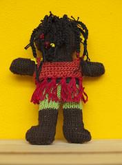 gebreid meisje bruin achterkant (Marachtig) Tags: dolls crochet pop haken poppetje etui glassesholder haakwerk briletui crochetdolls