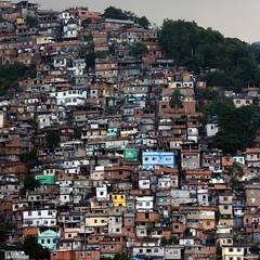 Favela (Julio López Saguar) Tags: city houses urban brasil landscape ciudad paisaje urbano casas ghetto beehive barrio colmena favelas hacinamiento ríodejaneiro juliolópezsaguar
