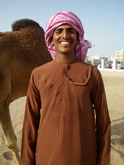 Happy Abdullah (Kombizz) Tags: portrait happy gulf middleeast camel arab doha qatar tassel persiangulf abdullah shal khanjar neckline dishdasha omani 4795 thawb khalijfars sapta kummar kombizz furakha muzzar دِشداشَة khaleejfars redshemagh happyabdullah omanicloth browndishdasha