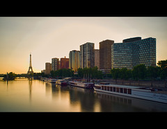 Quartier de Javel, Paris. (Zed The Dragon) Tags: city morning bridge light sunset sky paris france building skyline night skyscraper french landscape geotagged effects photography iso100 photo europe flickr cityscape tour minolta photos sony 28mm capital eiffeltower f100 eiffel full ciel frame fullframe alpha nuage nuit postproduction sal zed francais lightroom historique effets javel storia parisien 15me 24x36 0sec a850 sonyalpha lungaposa hpexif concordians dslra850 alpha850 zedthedragon quartierjavel