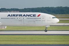 Air France (izmatron) Tags: atlanta france airplane airport nikon atl air jet international boeing af nikkor hartsfieldjackson d800 3570mm katl f28d 777300er 77w fgzni