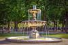 Une fontaine à la Place des Vosges (Samantha Decker) Tags: paris france fountain photoshop canon eos rebel adobe fr marais fontaine postprocess placedesvosges cs6 550d canonefs1755mmf28isusm t2i samanthadecker sdeurope