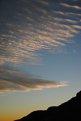 atardecer (nubedefresas) Tags: chile contraluz atardecer cielo nubes andes montaña