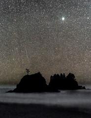 Shooting Star Over 2nd Beach (Loren Mooney) Tags: washington islands water shootingstar 5dsr wet ocean westernwashington lapush canon island sky stars cosmos pacific 2ndbeach america meteor sea us wa washingtonstate