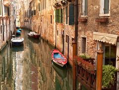 Venezia (Jolivillage) Tags: jolivillage ville town venise venezia venice veneto vénétie eau water reflets reflexions reflections italie italia italy europe europa boats historic fabuleuse