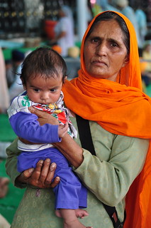 India - Punjab - Amritsar - Golden Temple - Woman With Child - 263