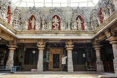 Interior del templo jainista de Bhandara Basadi, en Shravanabelagola, cerca de Hassan (Karnataka-India), 2016. (Luis Miguel Surez del Ro) Tags: india hassan karnataka jain templo shravanabelagola bhandarabasadi