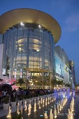 Bangkok - Siam Paragon (Rolandito.) Tags: blue water fountain mall shopping thailand evening abend twilight dusk bangkok springbrunnen hour siam paragon blaue stunde