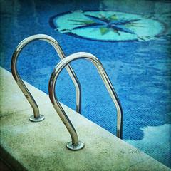 Escuela de calor (osolev) Tags: espaa square spain europa europe mediterraneo piscina alicante swimmingpool sq textured benidorm cuadrada comunitatvalenciana osolev