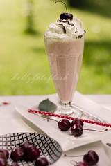 Milchshake (Frau Holle2011) Tags: food sommer trinken eis milch frchte frisch lecker obst getrnk kirschen vanilleeis milchshake