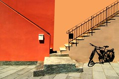 Una ha il ciclo (meghimeg) Tags: scale colors bike stairs bici colori imperia bicicletta 2016