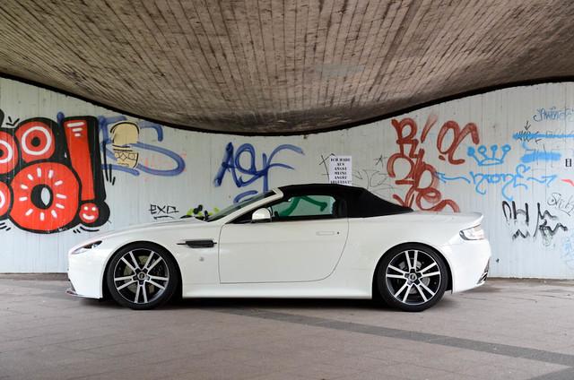 germany deutschland martin s düsseldorf v8 aston vantage duitsland roadster