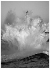 FURIA / FURY (MANUELup) Tags: sea bw españa lighthouse white black blanco faro mar spain force negro wave bn 400 temporary santander fury temporal ola cantabria fuerza furia 400d