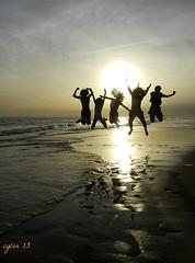 jvenes y salvajes y libres!!  //  young & wild & free!! (mesana62) Tags: wild espaa silhouette mar spain young free coto nios andalucia cinco oceano matalascaas cylon atlantico pisadas almonte p500 doana saltador nikoncoolpixp500 torrelahiguera ilobsterit jovenesysalvajesylibres