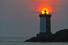 _LN13467 : Kermorvan (2) (Brestitude) Tags: sunset lighthouse france brittany bretagne breizh phare coucherdesoleil finistère leconquet kermorvan d700 brestitude