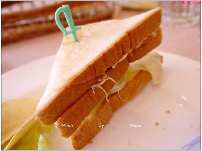 中壢Holiday cafe (2).JPG