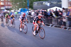 Julia Soek leads the pack on the last lap (anthony_white) Tags: london sport cyclist cycle smithfield nocturne cycles londonist