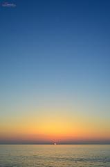 Gradient Sky (_Hadock_) Tags: blue sunset sea wallpaper sky sun sol apple nature yellow azul set sunrise de atardecer mar nikon ipod destop horizon creative samsung commons screen amanecer cielo rise sole tamron 18200 fondo 4s horizonte oranje s5 iphone saver 5s cantabrico ipad walpaper ozean narnja amarilllo comons ozeano d5100 patntalla