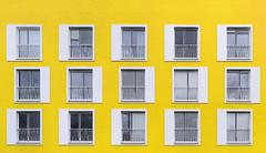 Studentenwohnheim Boeselagerstrae gelb (ralf.westhues) Tags: white yellow jaune dorm gelb blanc mnster studentenwohnheim cituniversitaire weis studenthostel planart1450 zf2 planar5014zf boeselagerstrase