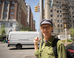 DSC_0035.jpg (alonso_loya) Tags: street city light newyork man green cars hat stairs day glases