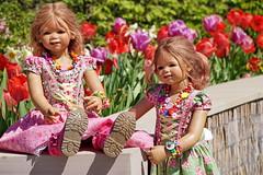 Tivi und Anne-Moni ... (Kindergartenkinder) Tags: kindergartenkinder gruga park essen sony ilce6000 annette himstedt dolls personen annemoni lavendel tivi blumen tulpen pink