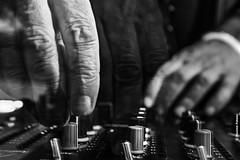 hand manipulation (Facebook : photographe.maximepateau) Tags: portrait bw white black moving movement dj noir nb transparent et blanc maxime mouvement pateau
