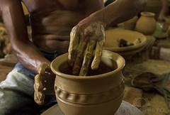 Cerâmicas (Rita Barreto) Tags: brasil artesanato nordeste argila cooperativa riosãofrancisco sergipe cerâmicas santanadosãofrancisco artesanatoemargila cooperativacarrapicho artefatosmanuaiscombarro povoadocarrapicho capitalsergipanadacerâmica fabricaçãodeobjetivosdebarro