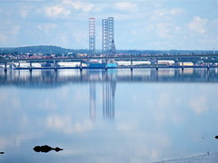 Rig and road bridge (nz_willowherb) Tags: weather reflections scotland fife dundee calm estuary tay lowwater highpressure wormit