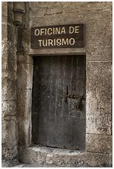 BURGOS, COVARRUBIAS, OFICINA DE TURISMO (Lorenmart) Tags: espaa spain burgos covarrubias castillayleon oficinadeturismo villamedieval canoneos550d lorenmart