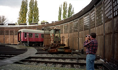 photo - Roundhouse, Berlin Technical Museum (Jassy-50) Tags: berlin museum train germany photo transportation hubby technicalmuseum roundhouse berlin2002 trainroundhouse berlintechnicalmuseum