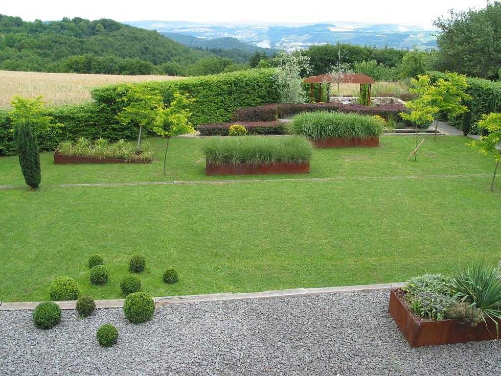 Moderner Garten Mit Perspektive (Jörg Paul Kaspari) Tags: Grass Lawn  Grasses Titanic Rost