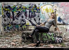 Carolina - 2/5 (Pogdorica) Tags: sexy graffiti chica retrato modelo rubia carolina sesion cuero abandonado posado