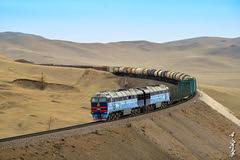 Diesel locomotive 2TE116UM ... (N.Batkhurel) Tags: season spring nikon ngc railway trains mongolia locomotive railfan trainspotting freighttrain 1520 diesellocomotive ubtz khoolt nikondf