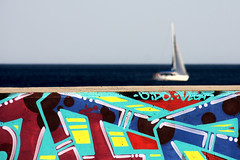 . (Color-de-la-vida) Tags: barcelona blue graffiti tags colores horizonte velero colordelavida pourleplaisirdesyeux