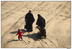 Beach stroll (AurelioZen) Tags: family beach netherlands women child scheveningen denhaag zuidholland footstepsinthesand tracksinthesand lumixgvario45200mmf3556ois