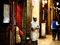 [Streets of Barcelona II] (funky_koala) Tags: barcelona street man waiting bokeh cook