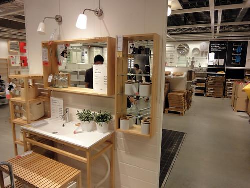 イケアの家具で作るナチュラルな洗面台と題した写真