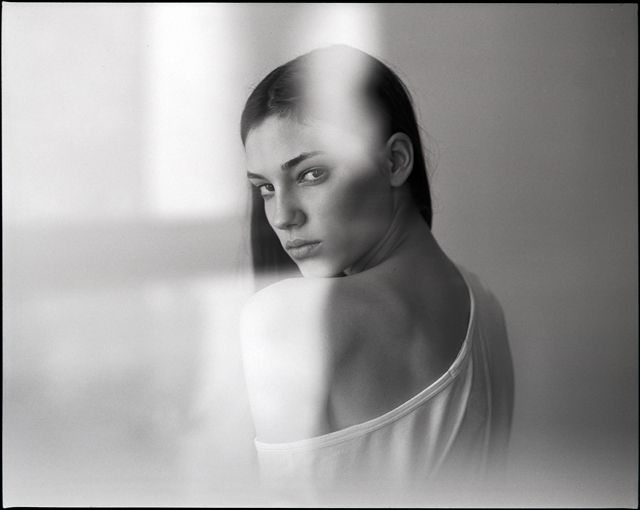 shoulders photo - portrait by Hannes Caspar