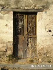 Un puerta vieja en una vieja pared - Tamaulipas (Polycarpio) Tags: tamaulipas poly gallardo polycarpio jmgallardo fotosdetamaulipas juanmanuelgallardo polygallardo juanmgallardo