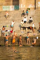 Morgenhygiene (HOBOS.at) Tags: travel india tourism river varanasi fluss indien ganga reise ganges ghats ghat opfergabe brahamane