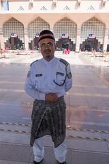 Malaysian security guard (quinet) Tags: securityguard mosque malaysia putrajaya mosque 2015 moschee masjidputra sicherheitsbeamter gardedescurit purtramosque