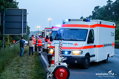Pkw berschlagen A67 Mnchhofdreieck 26.05.16 (Wiesbaden112.de) Tags: deutschland autobahn feuerwehr rsselsheim rettungsdienst polizei baum deu 67 bab notarzt a67 berschlag wiesbaden112 ersthelfer alleinunfall mnchhofdreieck thomasdraser