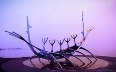 El viajero del Sol. (David Andrade 77) Tags: reikiavik iceland islandia monumento escultura slfar singhray jngunnarrnason elviajerodelsol goldennblue
