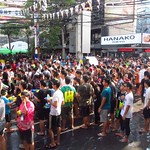 "Crowd at Songkran <a style=""margin-left:10px; font-size:0.8em;"" href=""http://www.flickr.com/photos/14315427@N00/6930497130/"" target=""_blank"">@flickr</a>"