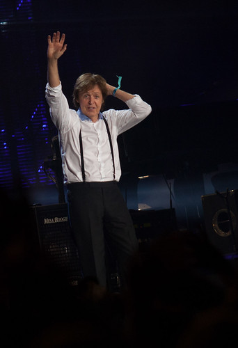 Hi Paul - Hola Paul! Welcome to Uruguay! Paul McCartney | ON THE RUN | 120416-9656-jikatu