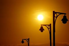 Adeus, Verão! (Thiago Souto) Tags: summer sky orange sun sunlight hot sol yellow brasil poste streetlamps sony laranja céu sp santos verão alpha sole calor a77 α luminárias baixadasantista pontadapraia luzsolar deckdopescador amaralo flickraward píerdopescador α77