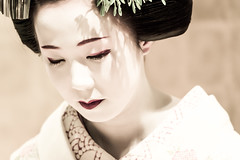 The best way to find yourself is to lose yourself in the service of others (Gandhi) - 06 (Stphane Barbery) Tags: japan kyoto maiko   kimono japon kamishichiken miyakomesse