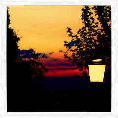 lanterna com sol poente (Fred Matos) Tags: sunset pordosol luz explore toscana ocaso florena lanterna itlia crepsculo poente silhuetas lamparina exploredia4dejulhode2012
